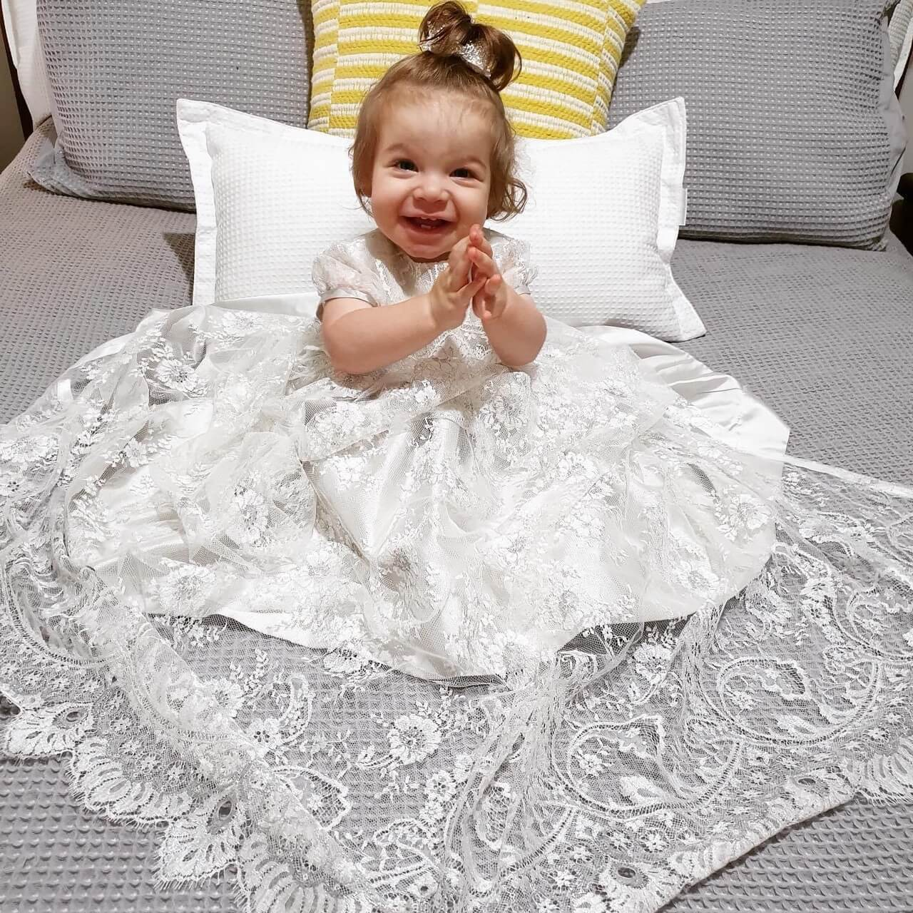 Silver Chantilly Flower Lace Pini