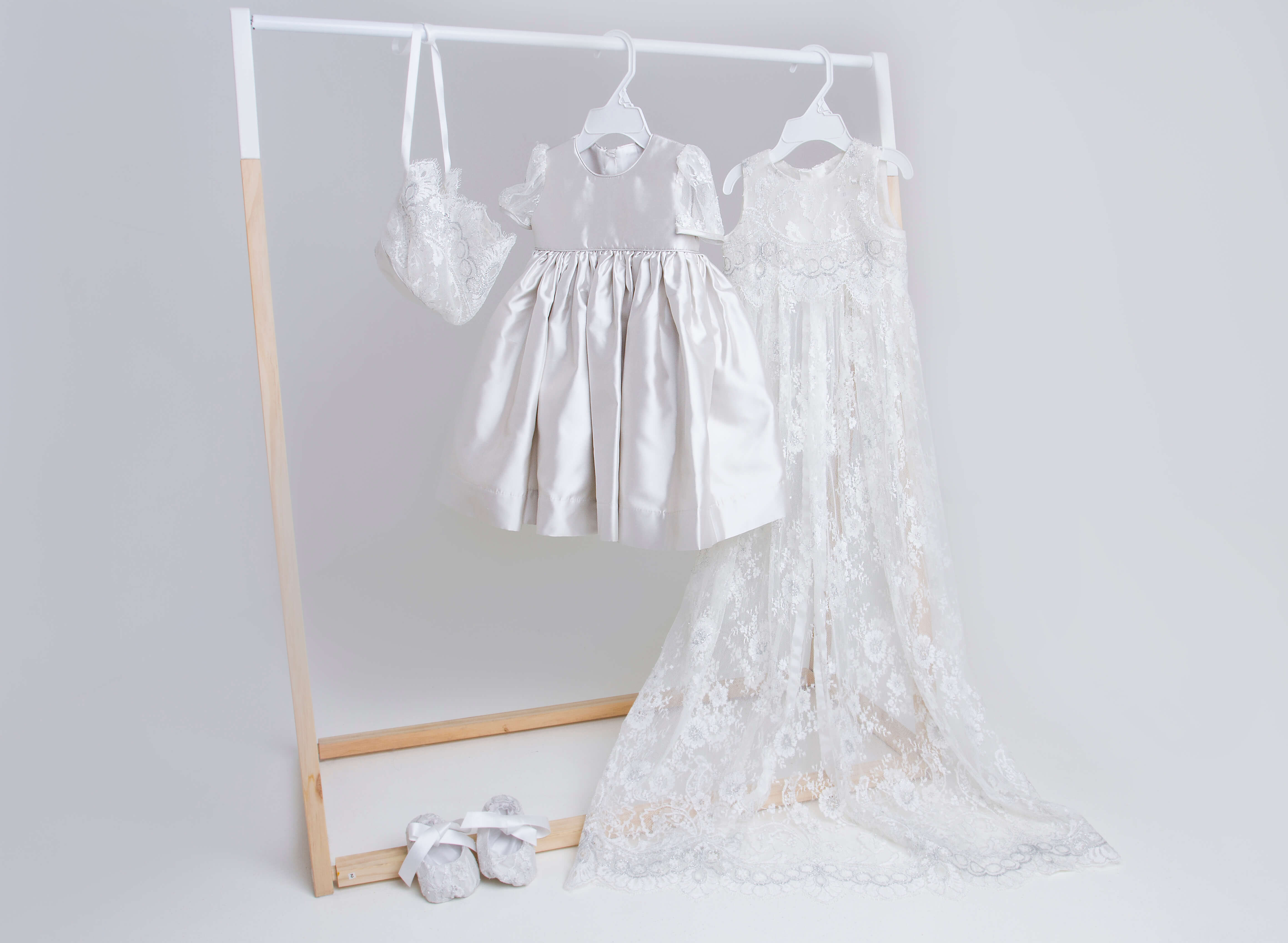 Silver Satin Dress With Chantilly Pini PP